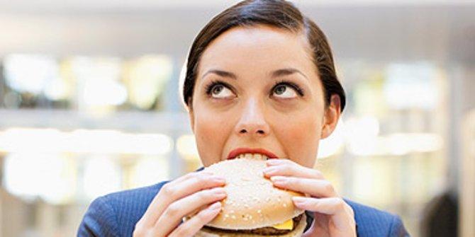 Penyebab Kita Berkeringat Pada Waktu Makan