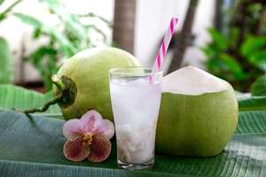 Penderita Diabetes Disarankan Minum Air Kelapa